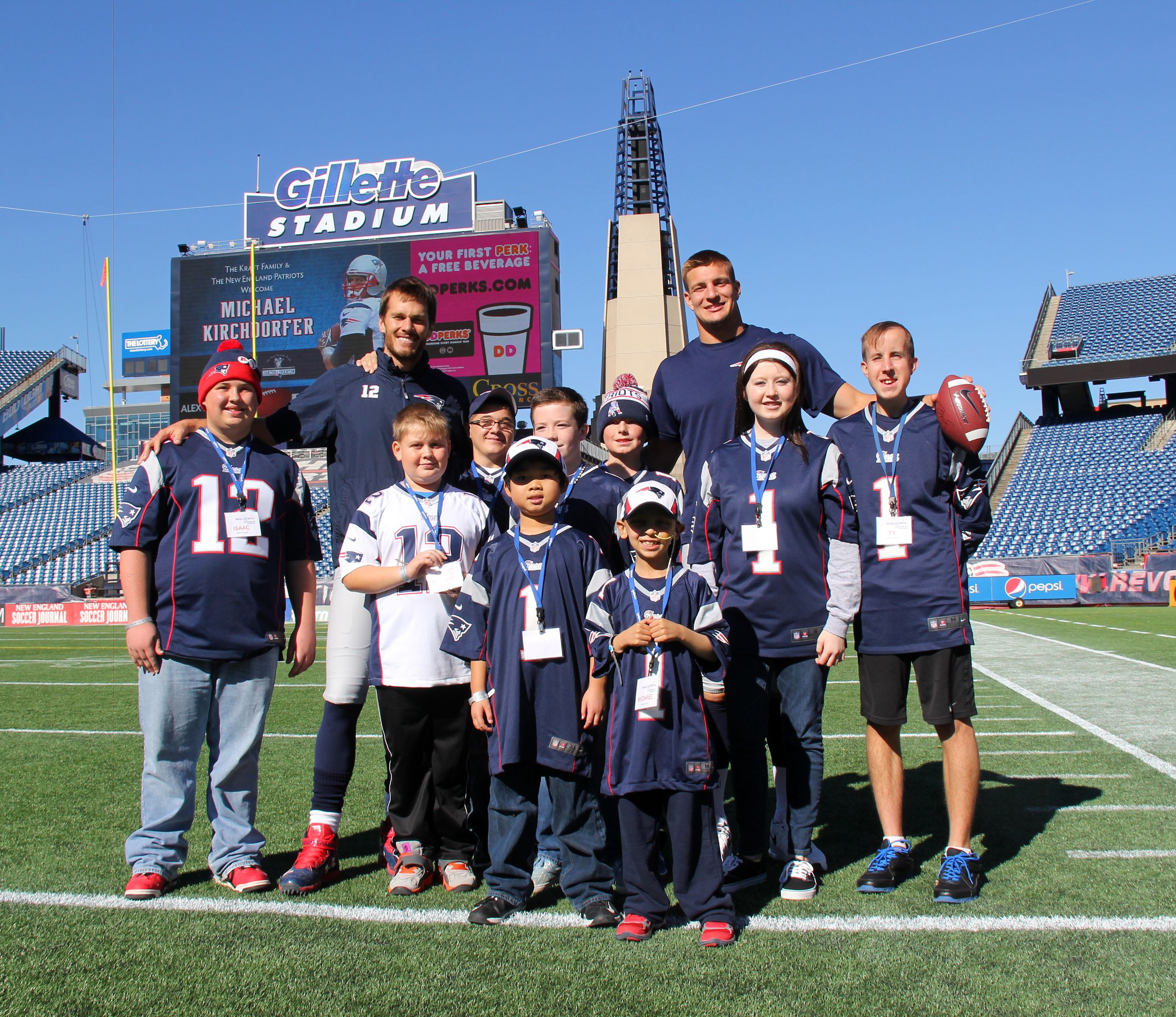Tom Brady And Rob Gronkowski Met 9 Of Their Biggest Fans Through The Make A Wish Foundation Of New England Patriots Football New England Patriots Patriots Team