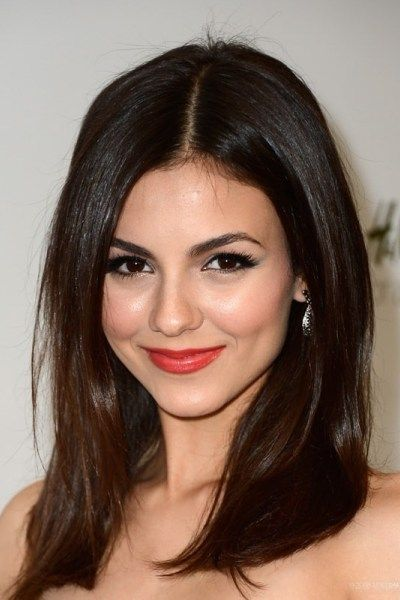 Victoria Justice Shows Her Best Haircut For Long Necks And Round Faces How To Style Top 25 Best Haircuts For Victoria Justice Hair Victoria Justice Hairstyle