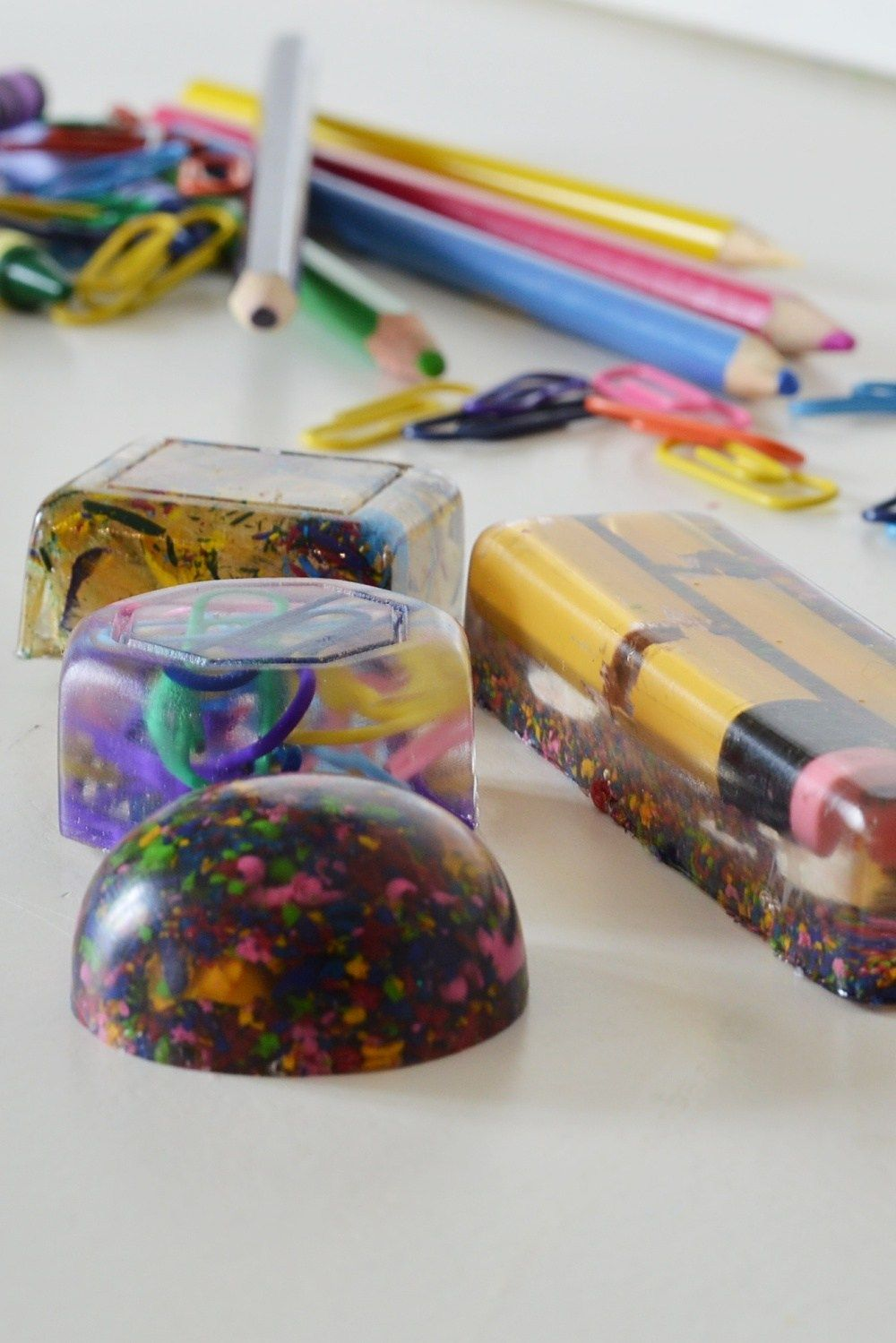 Diy end of year teacher gift using resin and school