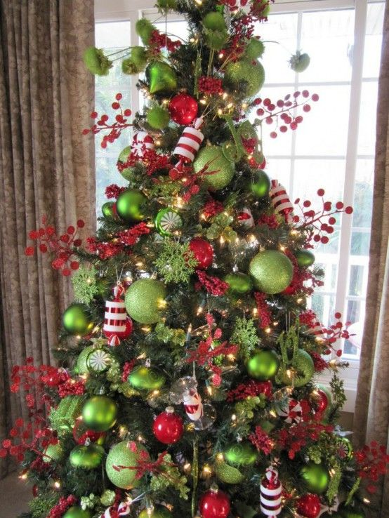 Traditional Christmas Decor In Red And Green Green Christmas Tree Red Christmas Decor Christmas Tree Themes
