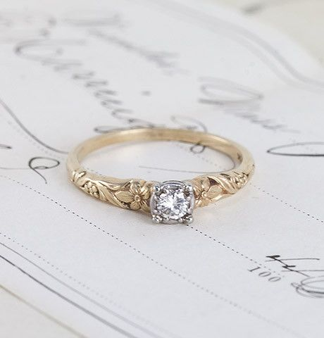1940s Floral Two Tone Diamond Solitaire I Like The Design But I Don T Vintage Engagement Rings Unique Vintage Engagement Rings Simple Simple Engagement Rings