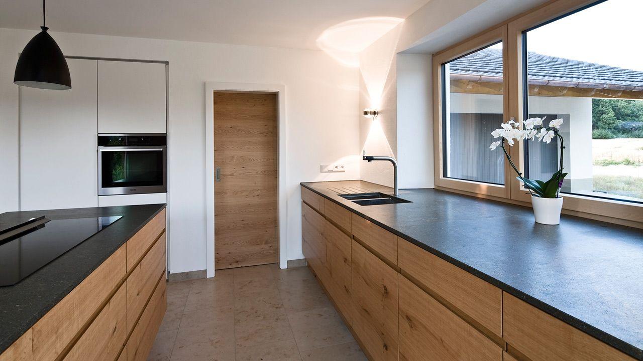Schreinerküchen nach Maß, wir gestalten und fertigen Ihre Traum Schreinerküche mit passendem Esszimmer - Held Schreinerei | Interior Design Freising München #interiordesignkitchen