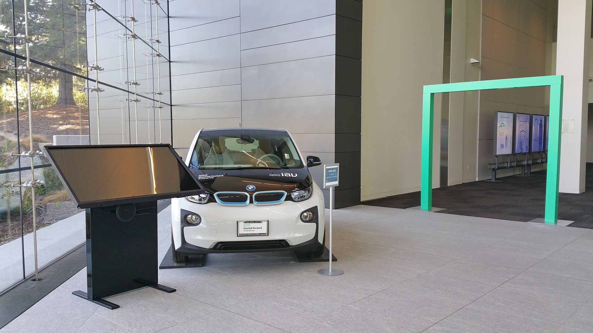 HPe s smart car and F2B s Interactive Draft Table at HP Enterprise