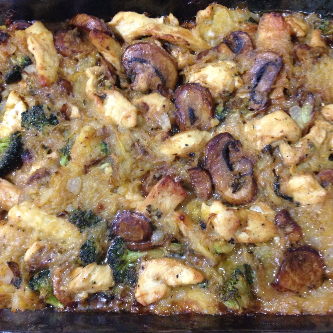 Spaghetti squash casserole with chicken, mushrooms, broccoli, onions, garlic and... - #Broccoli #Casserole #Chicken #Garlic #Mushrooms #onions #Spaghetti #Squash #stuffedspaghettisquash