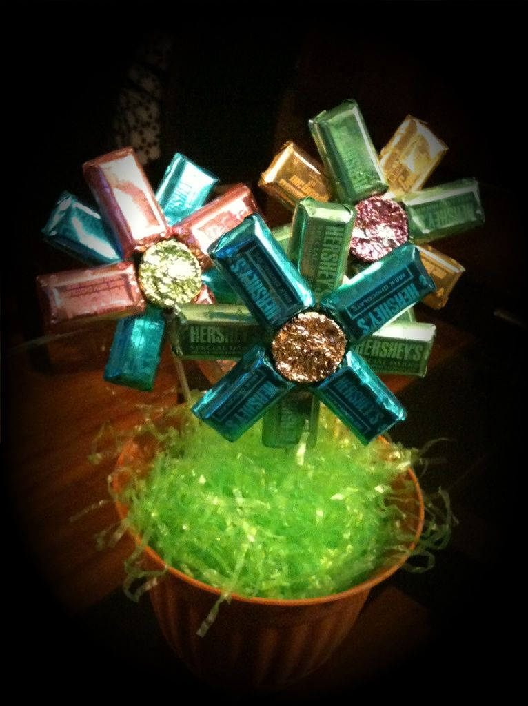 Candy flower bouquets...great for teacher gifts, party centerpieces ...