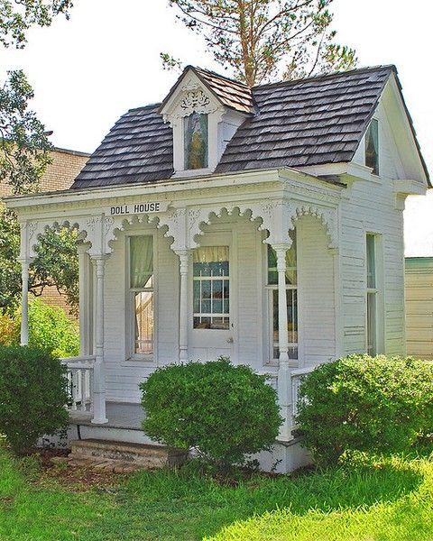 "The 1910 Dietz ""Dollhouse"" Tiny House Eye Candy A Micro Victorian House"