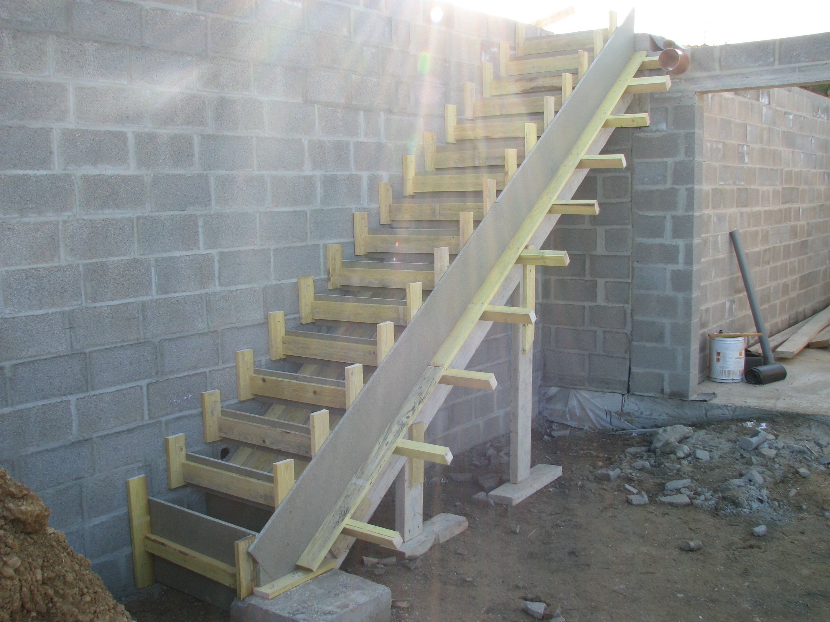 Afficher l 39 image d 39 origine coffrage pinterest for Construire un escalier en beton exterieur
