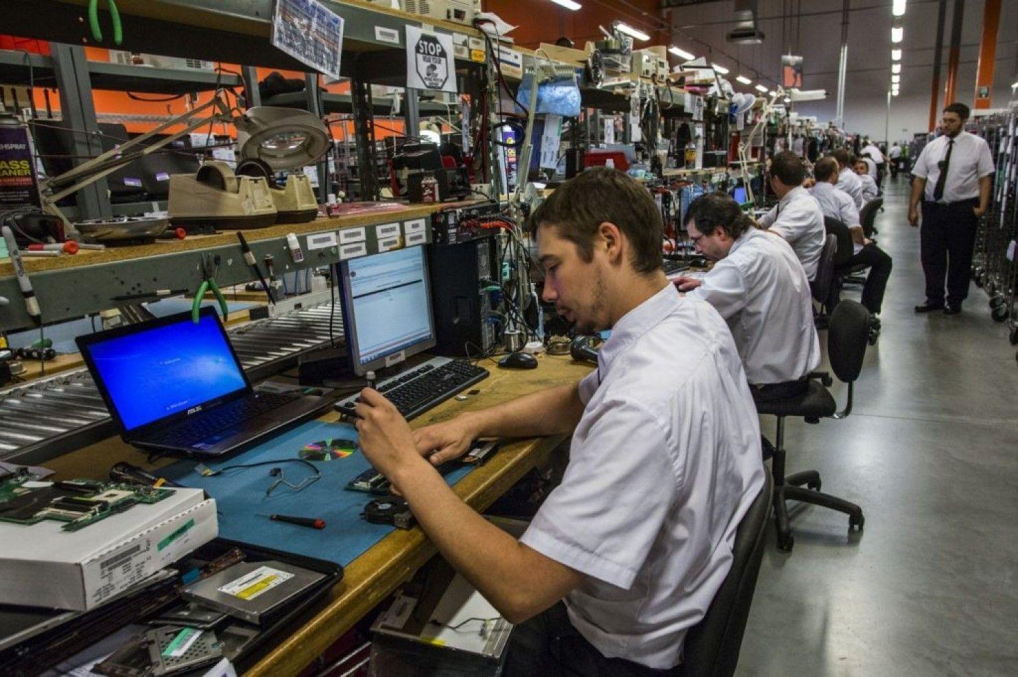 records show deep ties between fbi and best buy computer technicians