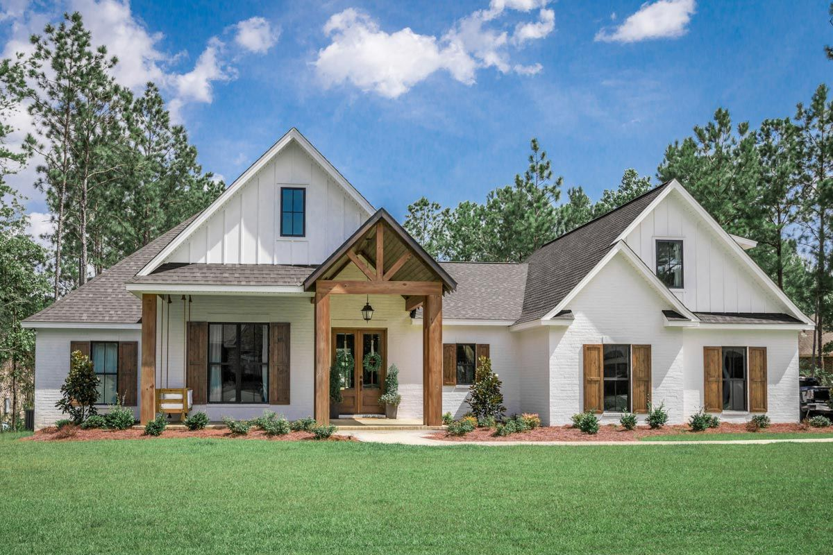 Plan 51793hz 4 Bed Southern French Country House Plan With 2 Car Garage Farmhouse Style House Brick Exterior House Modern Style House Plans
