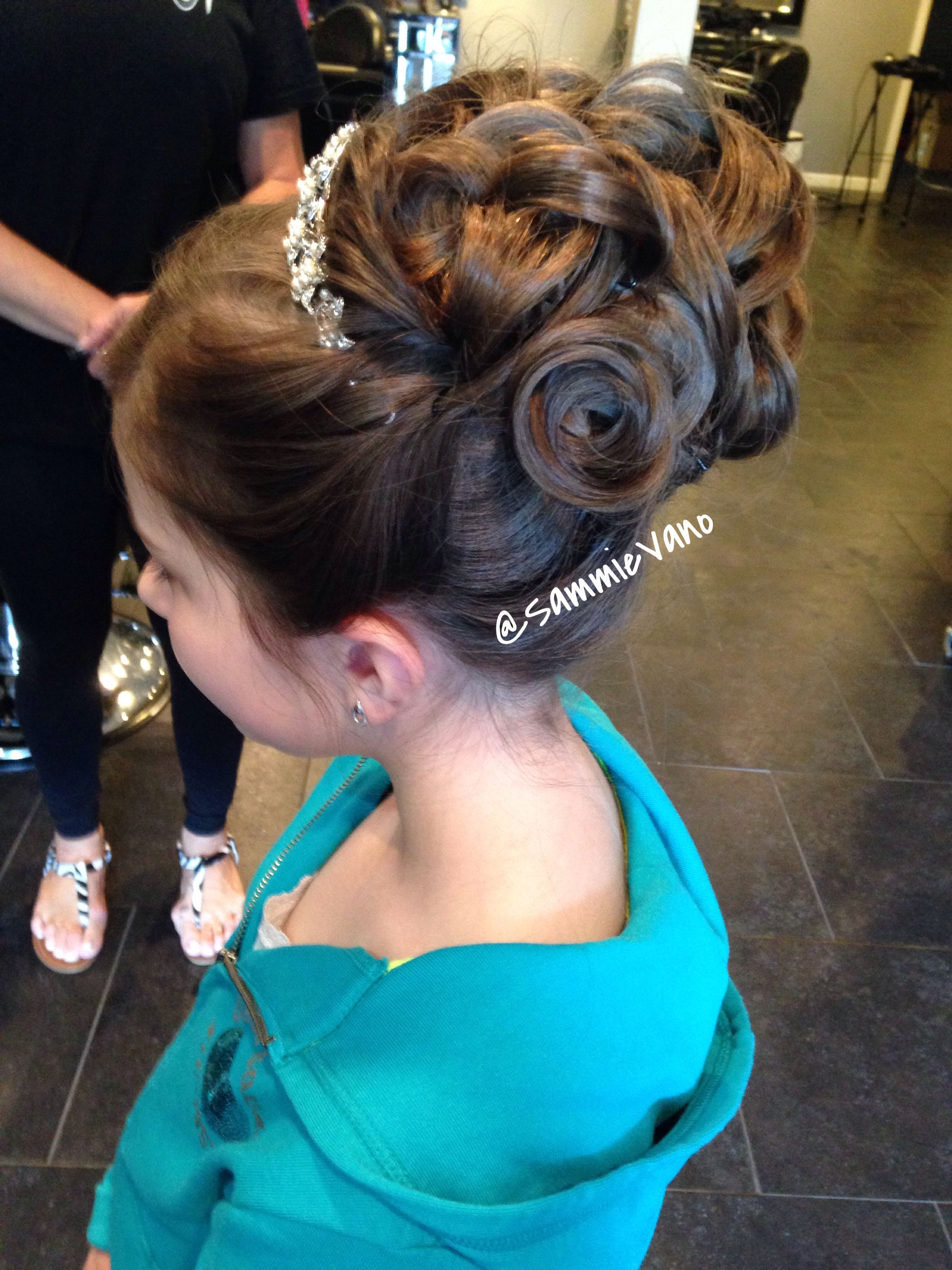 Communion Girl Updo Upstyle Hair Flower Girl Hairstyles Updo Girls Updo First Communion Hairstyles