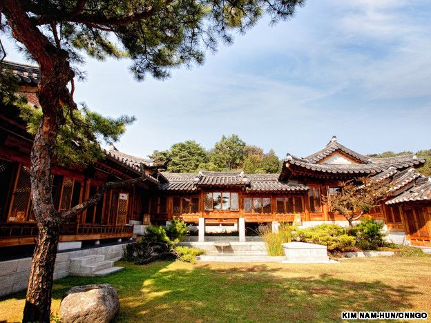 Korea furniture museum modeled after a traditional korean - Mansions in south korea ...