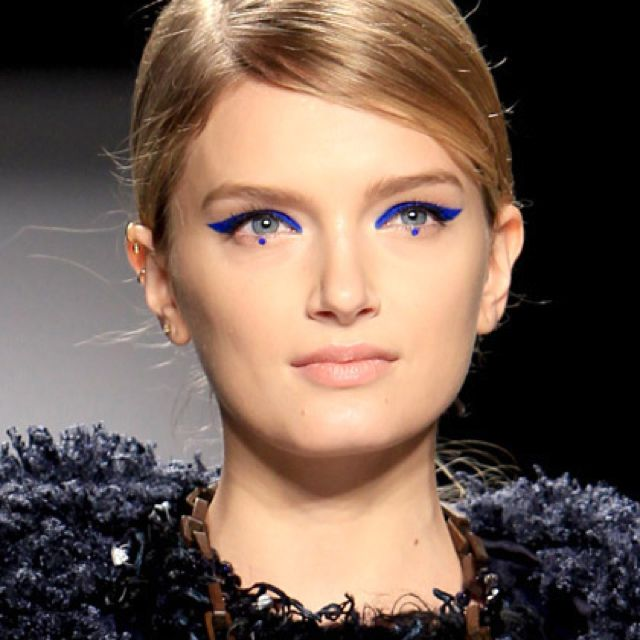 Colbat-Accented Eyes/ Fall Makeup Trends