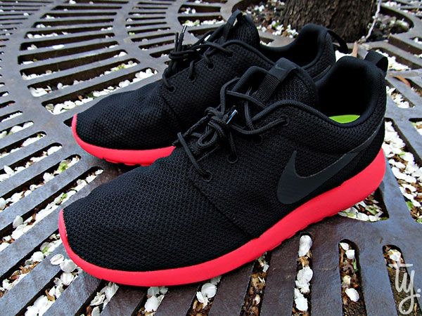 389667bcf4852 Nike Roshe Run Siren Red
