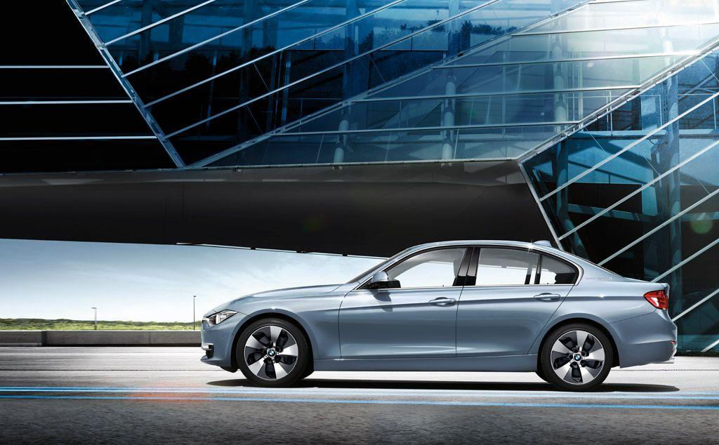 Performance Hybrid.  Der Elektro- und der Verbrennungsmotor des BMW ActiveHybrid 3 arbeiten in perfekter Verbindung, unterstützt von einer Lithium-Ionen-Hochleistungsbatterie und koordiniert von einem intelligenten Hybridsystem. Mit dem Ergebnis höchster Effizienz und höchster Dynamik.