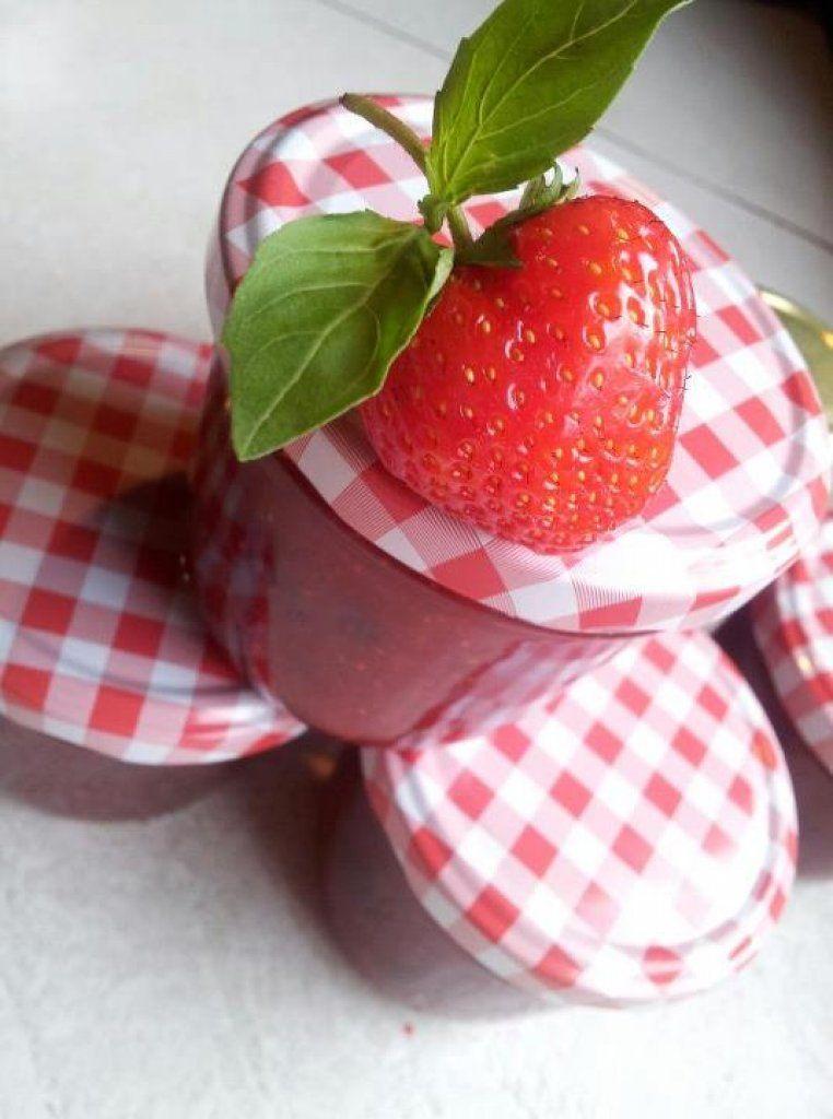 erdbeer basilikum marmelade sweet spreads pinterest marmelade konfit re. Black Bedroom Furniture Sets. Home Design Ideas