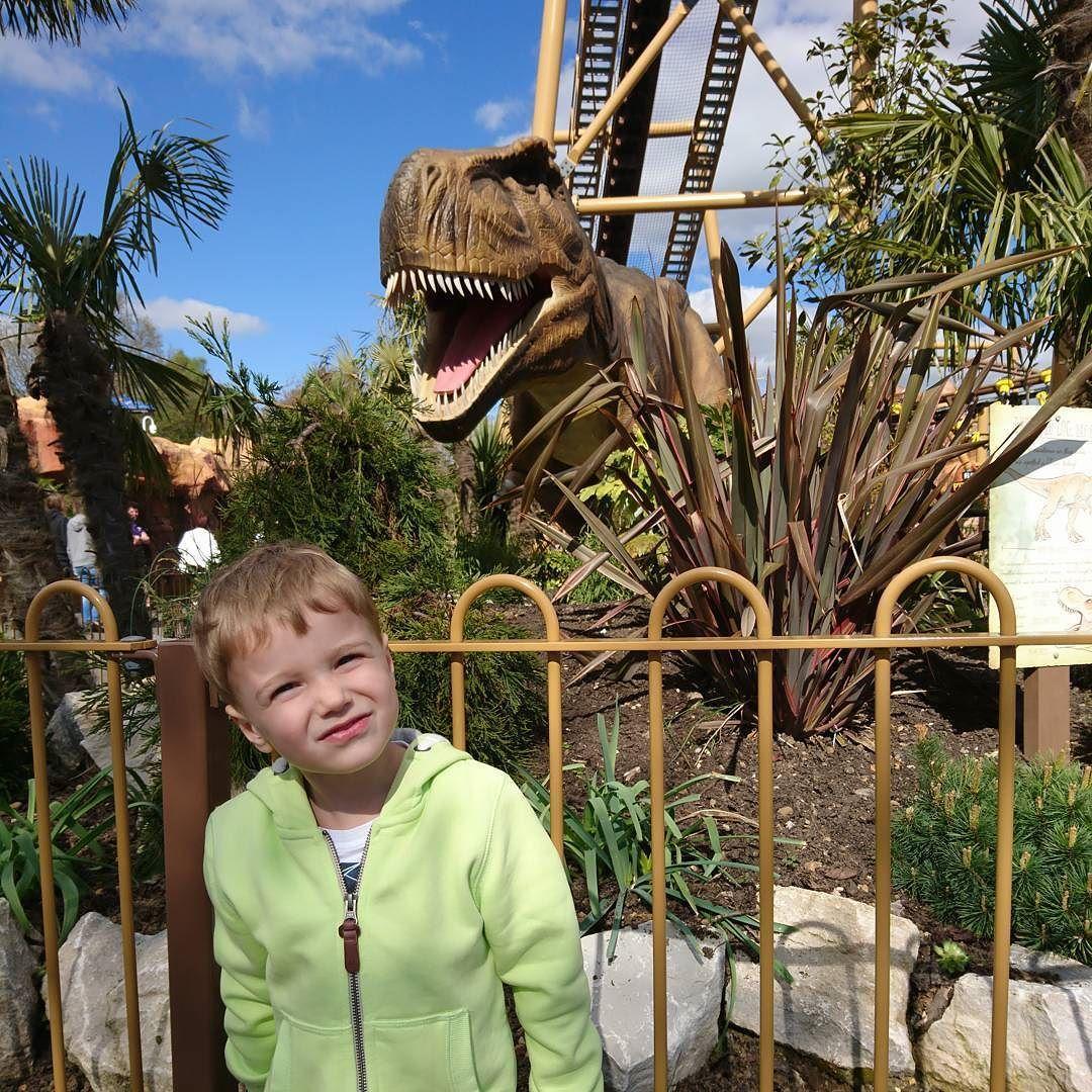 Look what JB found exploring #LostKingdom @PaultonsPark #trex #tyrannosaurus #familydaysout #ukmumsquad #Easterholiday