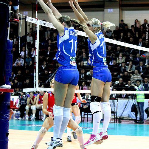 Jordan Larson Regina Moroz 2012 Cev Volleyball Champions League Azerrail Baku Dinamo Kazan 3 0 Female Volleyball Players Volleyball Players Volleyball
