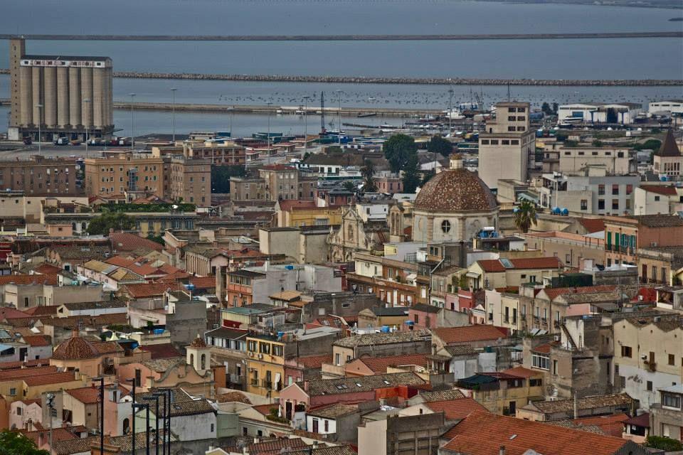 337 - panorama dal terrapieno-quartiere storico di Stampace e porto-Cagliari-Sardegna (foto di Rosangela Usai)