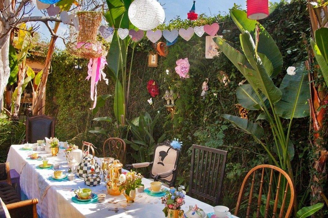Fabulous Alice In Wonderland Garden Decor Alice In Wonderland