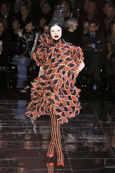 アレキサンダー・マックイーン   IMAGIN!   アレキサンダー.マックイーン   Pinterest   McQueen, Alexander McQueen and Fashion design