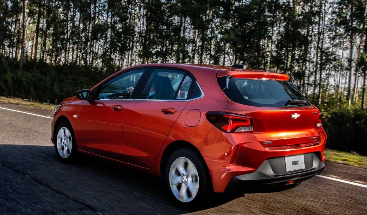 Novo Chevrolet Onix Hatch 2020 Veja Os Precos Versoes Equipamentos E Fotos Mundo Do Automovel Para Pcd Carros Automaticos Carro Mais Vendido Carro Onix