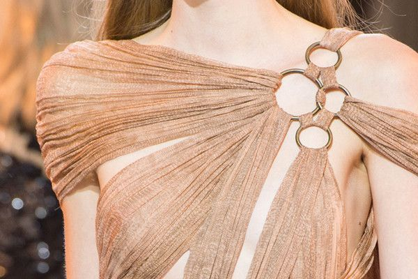 The Prettiest Runway Details of Spring 2016 #runwaydetails