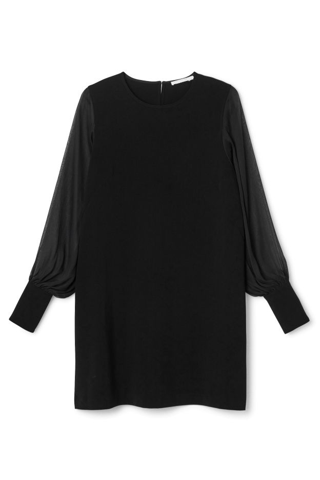 The Simone Dress is a A-line dress, designed to fall loosely on the body. It has a simple round neck and long, flowy sleeves in a sheer fabric with tightening cuffs. - Size Small measures 96 cm in chest circumference and 86 cm in length. The sleeve length is 66 cm.