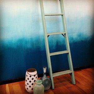 Diy ombre wand wandfarbe aussuchen auf - Blaue wand wohnzimmer ...