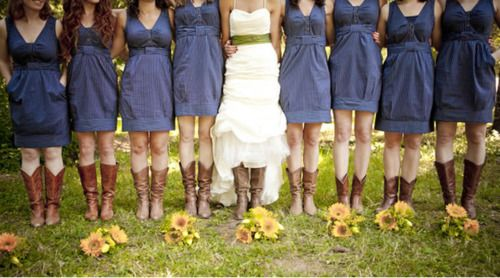 Country Wedding Bridesmaids in Cowboy Boots???! | Цвета, Свадьба и ...