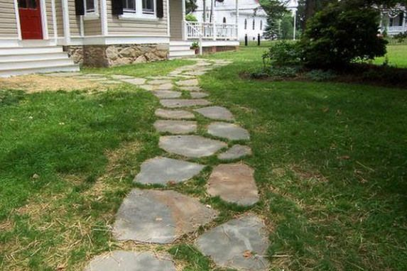 Ideas to consider when installing a flagstone pathway for your lawn  Hometone #gardenpathway #garden #pathway #sidewalks #flagstonepathway