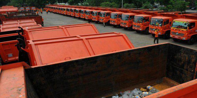 Ditolak DPRD, Ahok dapat 51 truk sampah dari pengusaha Tionghoa - http://www.gaptekupdate.com/2014/02/ditolak-dprd-ahok-dapat-51-truk-sampah-dari-pengusaha-tionghoa/