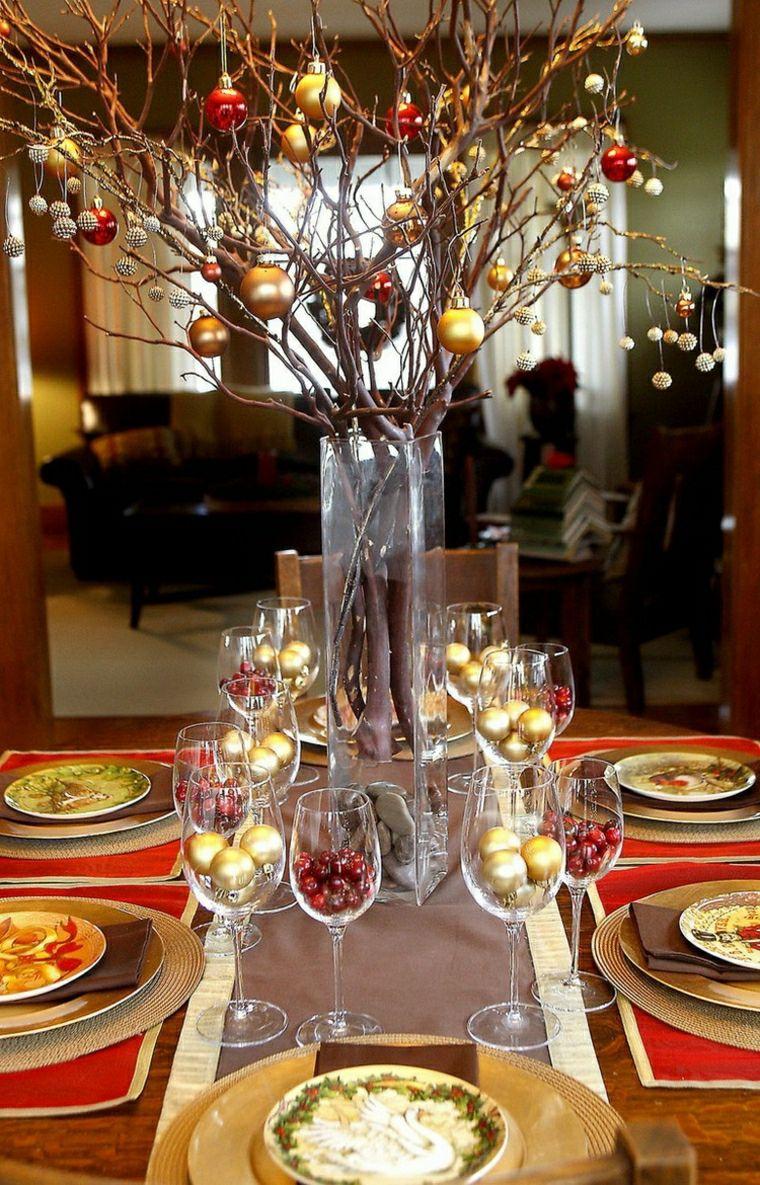 Centrotavola natalizi decorazione con un vasi di vetro e rametti addobbati con palline - Centrotavola natalizi pinterest ...