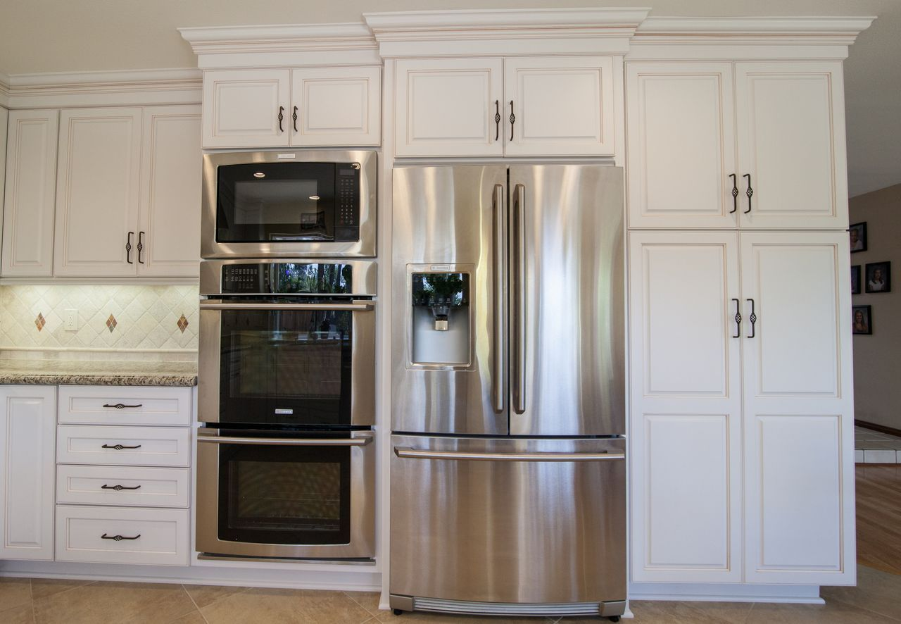 Kitchensetc Of Ventura County Kitchen Layout Traditional Kitchen Cabinets Wall Oven Kitchen