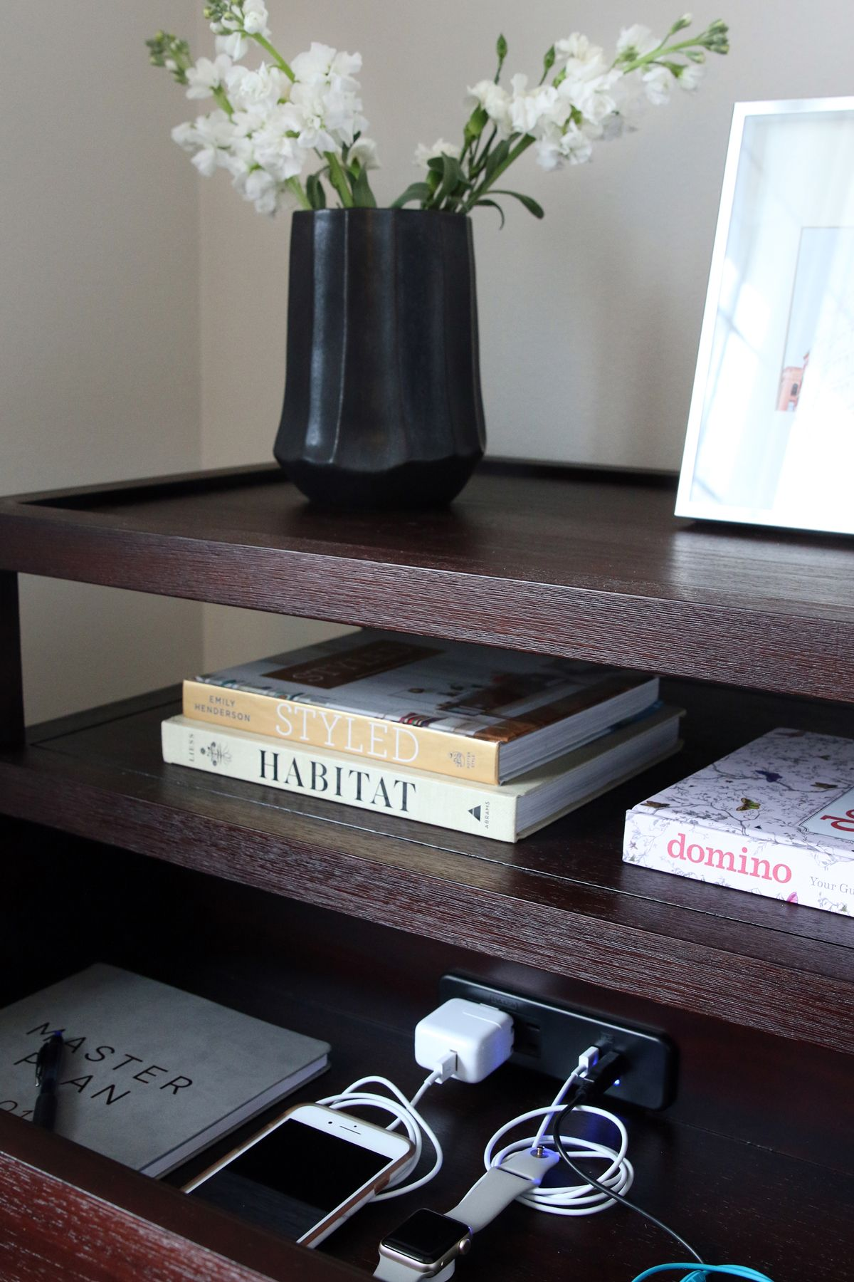 Bedside Table Ideas With Images Small Apartment Decorating