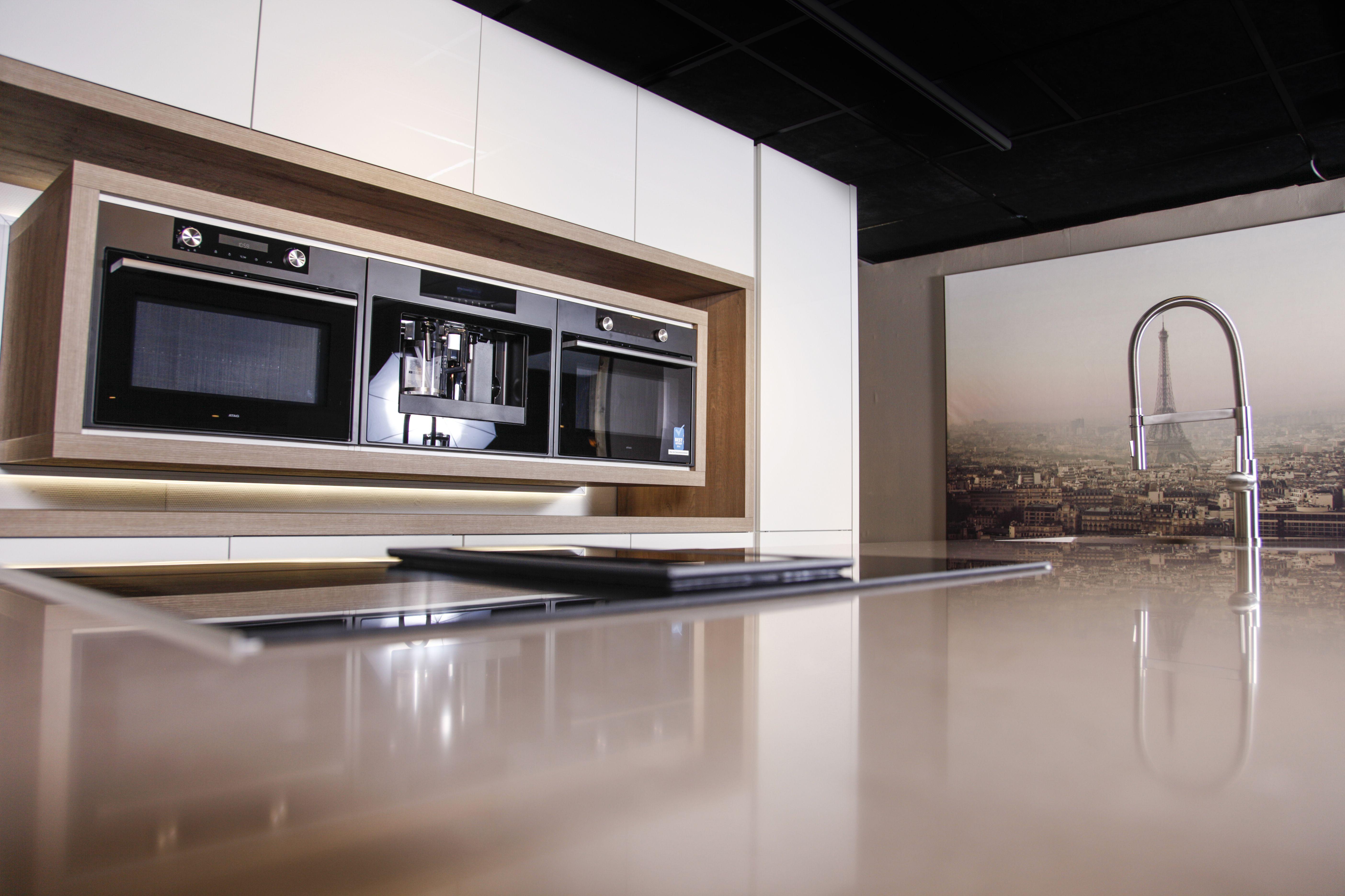 Moderne Hoogglans Keuken : Moderne hoogglans keuken met de nieuwste atag apparatuur moderne