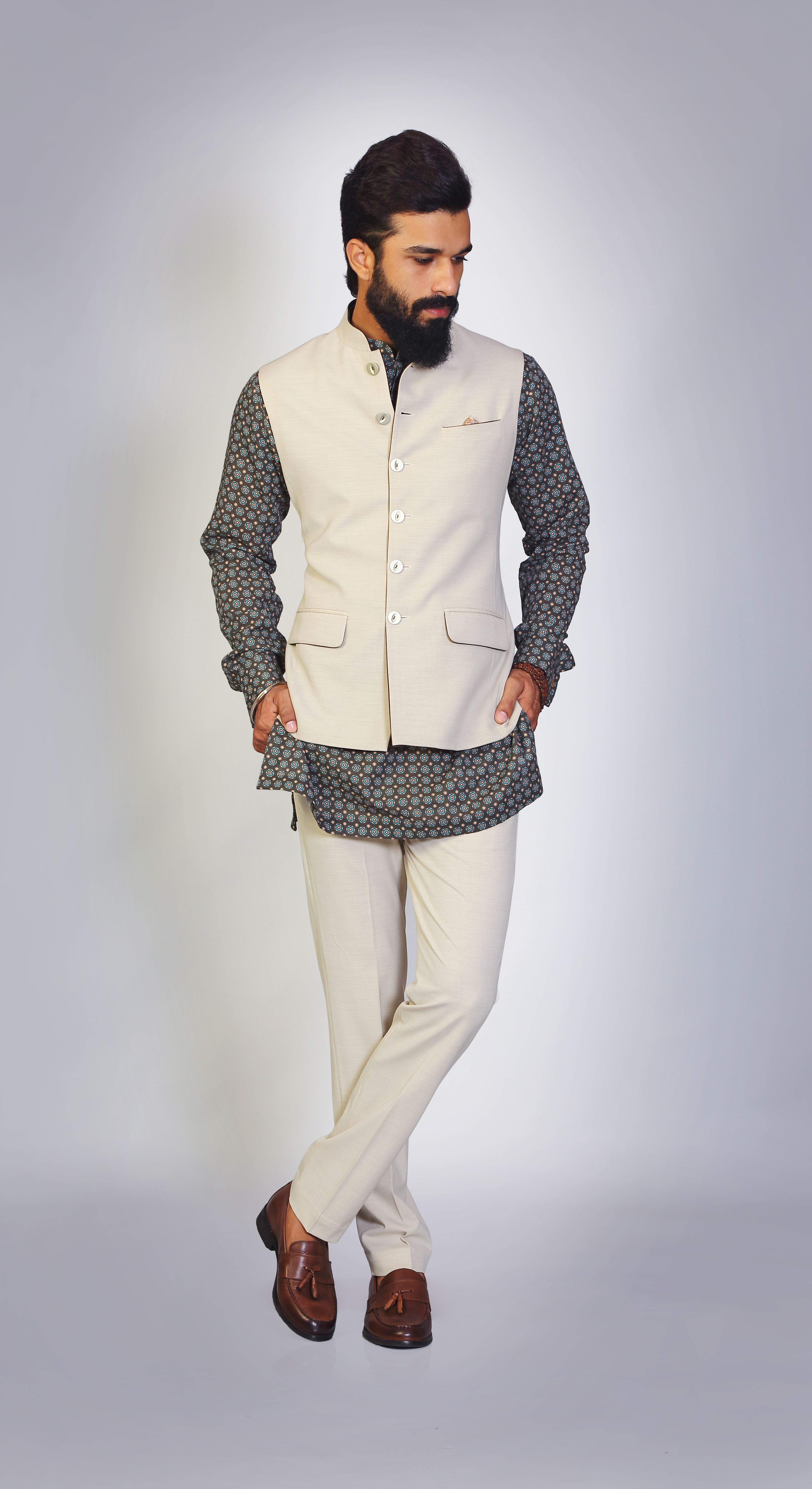 Pastel Ivory Sleeveless Suit Printed Short Kurta Simple Elegant Stylish Https Goo Gl M3tjsh Fashion Suits For Men Mens Fashion Wear Formal Men Outfit [ 7700 x 4200 Pixel ]