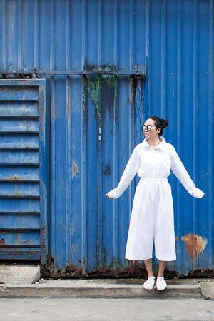 สตรีทแฟชั่น จั๊มป์สูทคอเชิ๊ต ขาบานสีขาว Super Oversized by WLS :: Street Fashion Outfits & Authentic Vintage [เสื้อผ้าสตรีทแฟชั่่น เดรสวินเทจพรีเมี่ยม]