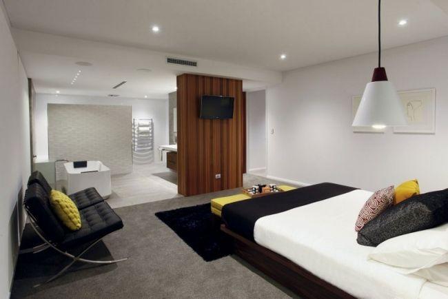 Schlafzimmer Bad Offen Gestaltet Badewanne Holz Raumteiler Wand Tv