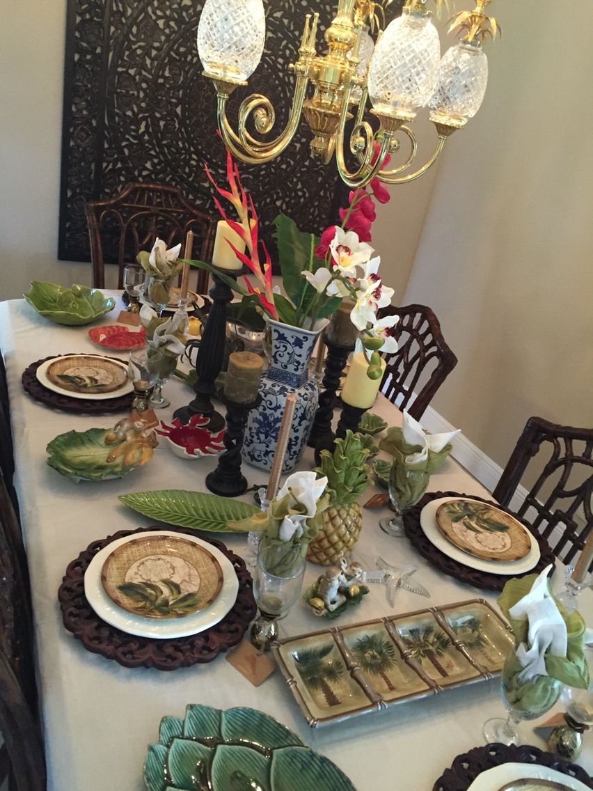 20 Modern Colonial Interior Decorating Ideas Inspired By Beautiful Colonial Homes: British Colonial. Tropical Table. Palm Tree Plates. Blue And White Pottery.