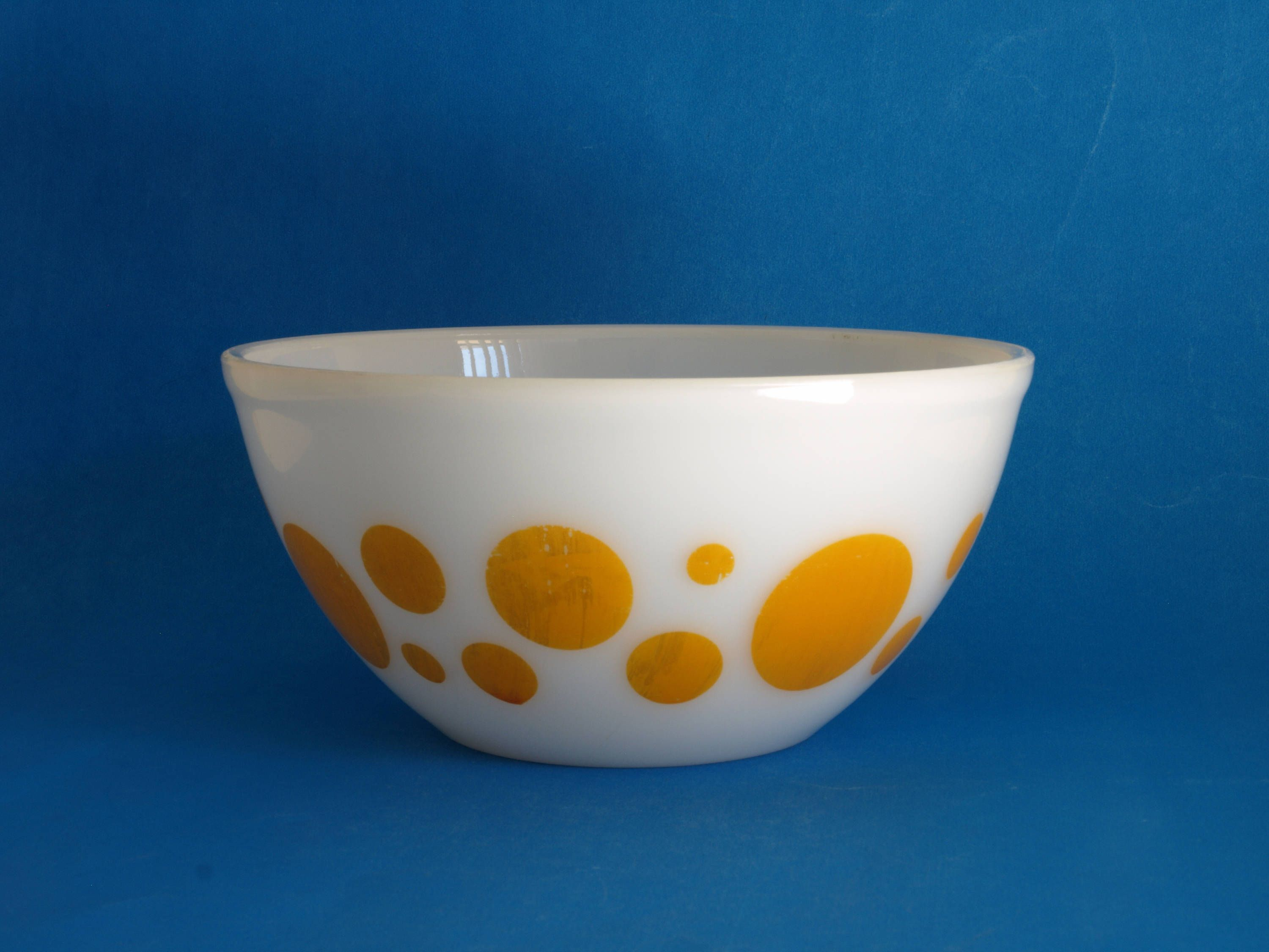 Agee Crown Pyrex Yellow Polka Dot Mixing Bowl - 60s 8\