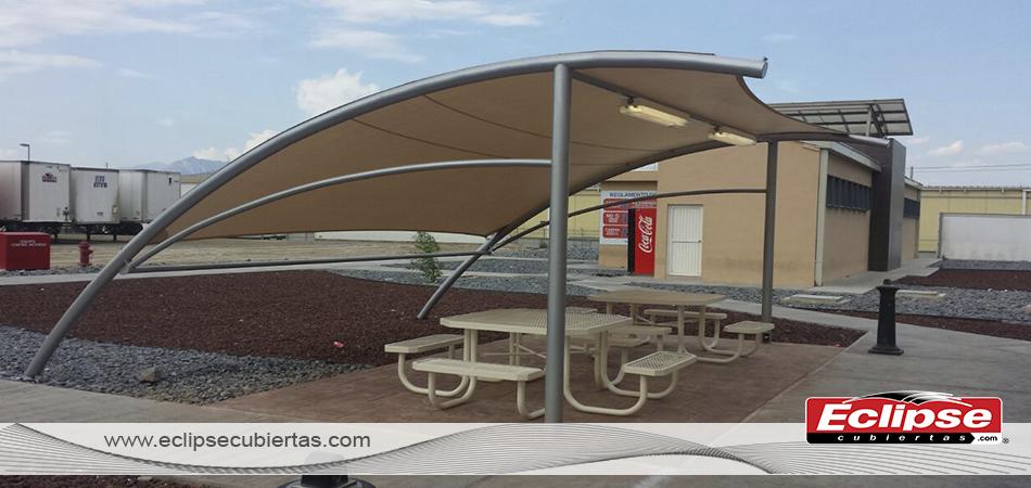 Toldo curvo malla sombra para comedores industriales for Toldos para estacionamiento