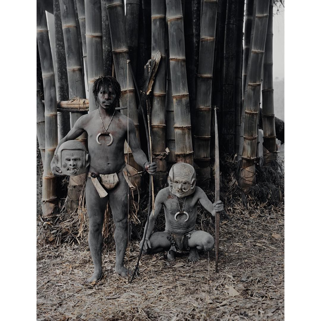 Legend has it that the #Asaro were forced to flee from an enemy into the Asaro River where they waited until dusk to escape. The enemy saw them rise from the banks covered in mud and thought they were spirits. The Asaro still apply mud and masks to keep the illusion alive and terrify other indigenous groups. #jimmynelson #papuanewguinea