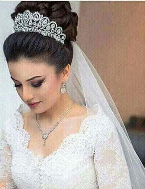 Pin De Adriana En Deserve That Wedding Dress Peinados De Novia Peinados De Novia Con Velo Estilos De Peinado Para Boda