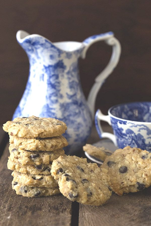 Best low carb Oatmeal Chocolate Chip Cookies. LCHF Keto Banting THM Recipe. via @dreamaboutfood ...