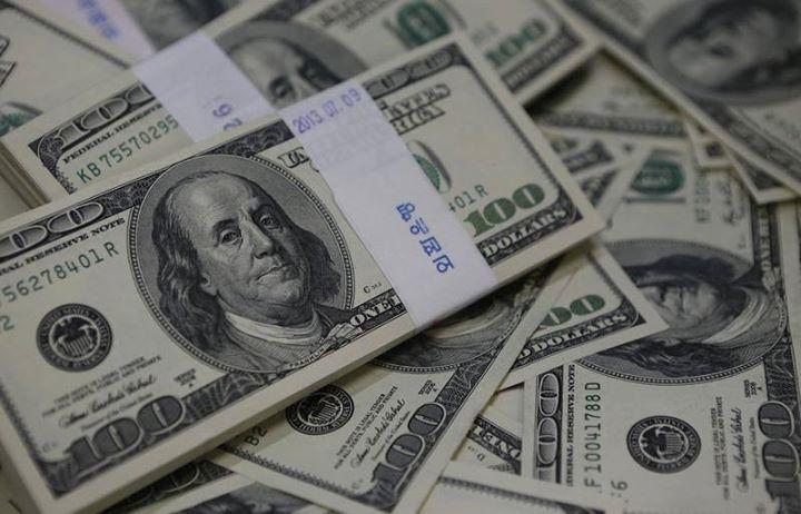 الدولار يهبط بعد بيانات ضعيفة وعملات السلع تتلقي دعما من صعود النفط Reuters الدولار يهبط بعد بيانات ضعيفة وعملات Us Dollars Dollar Money