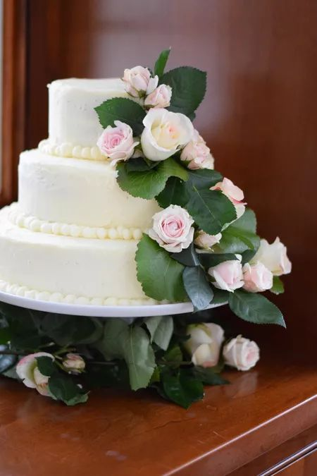 How to Bake and Decorate a 3-Tier Wedding Cake How to Bake and Decorate a 3-Tier Wedding Cake Cake Recipes 🍰