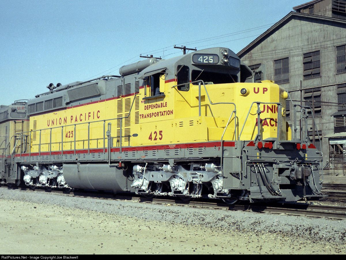 Photo UP 425 Union Pacific EMD SD24 at