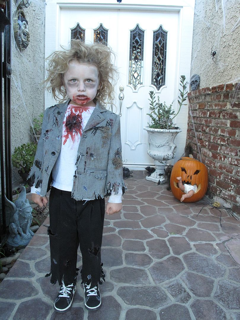 the coolest zombie kid i know Zombie halloween costumes