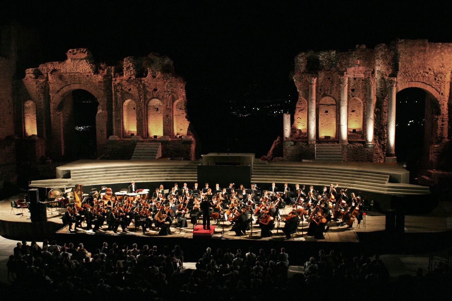 Symphonica Arturo Toscanini, directs Lorin Maazel. Teatro Antico in Taormina, Sicily.