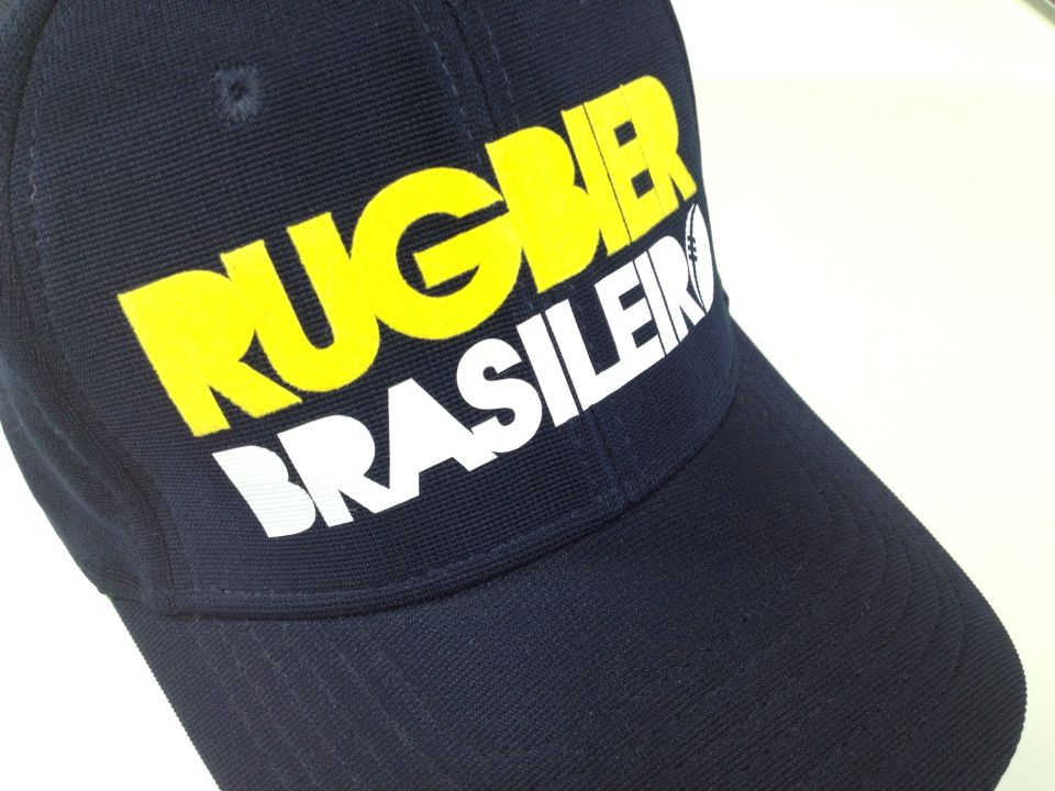 Boné e-flex Rugbier Brasileiro. Tecido de jacquard, mais brilho por mais tempo, com acabamento nobre de alta qualidade.
